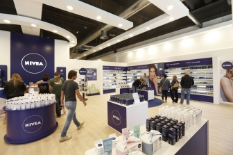 Adverteam inaugura a Vicolungo un nuovo NIVEA shop